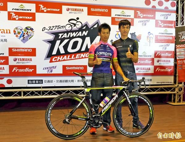 台灣車手王胤之(右)與馮俊凱將參加台灣自行車登山王挑戰賽,決戰武嶺。(記者卓佳萍攝)