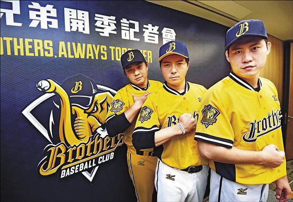 中信兄弟新球衣的臂章,早就將象鼻上的棒球拿掉,完全符合聯盟規定。(資料照)