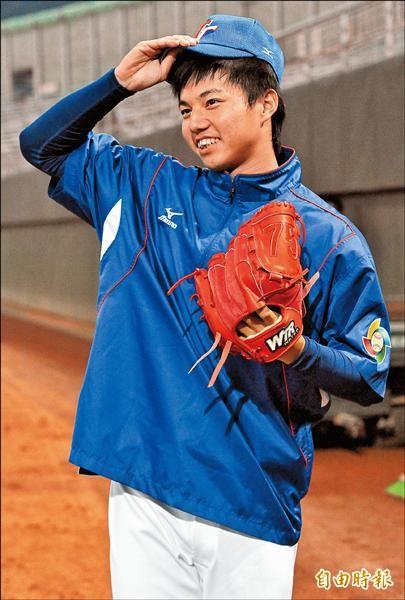 2012年經典賽時,郭俊麟還是一口亂牙。(資料照,記者簡榮豐攝)