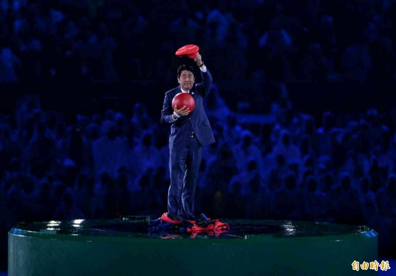 日本接棒奧運超有創意 安倍晉三變身瑪利歐瞬間移動