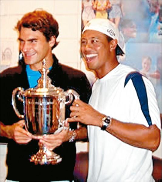 老虎伍茲談到老友費德爾,他也想複製費爸的勝利方程式。圖為兩人在2006年美網冠軍賽後合影。 (取自網路)