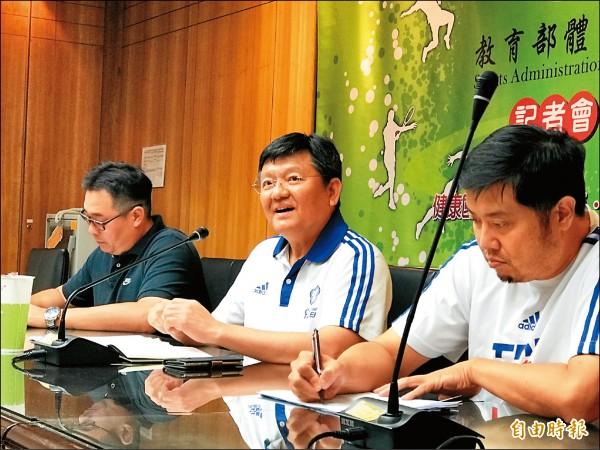 體育署副署長林哲宏(中)回應丁妹質疑 ,世大運是否破格徵召待議。(記者梁偉銘攝)