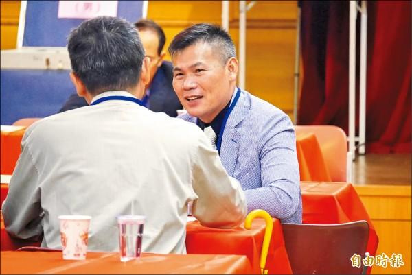 台灣男籃總教練周俊三(右)當選中華奧會委員。(記者卓佳萍攝)