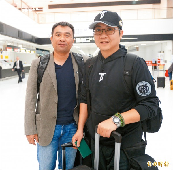 台灣隊情蒐小組成員高建三(左)、林聿文(右)。(特派記者林正堃攝)