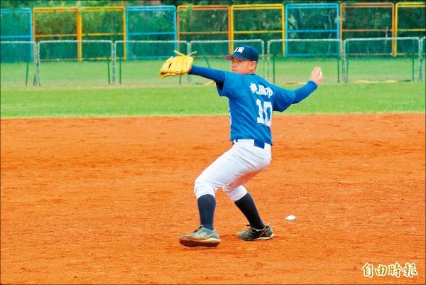桃園市隊長潘宇翔是球隊第4棒,主要守位是捕手,昨天也有登板投球。(記者倪婉君攝)