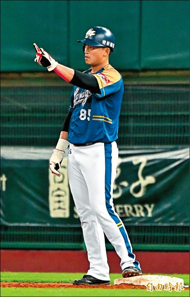 桃猿朱育賢昨繳出猛打賞,並敲回勝利打點,獲選單場MVP。(記者黃志源攝)