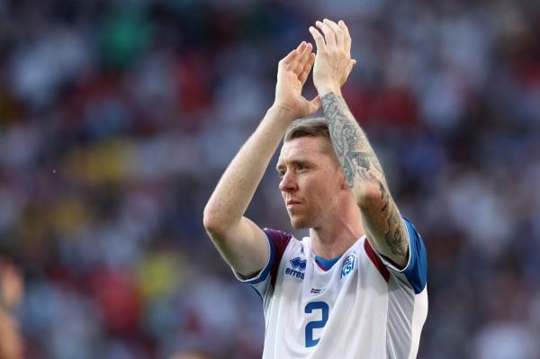 現年33歲的冰島後衛沙瓦森,原先在瑞典聯賽的職業球隊踢球,半年前由於年齡和家庭因素,與原球隊解約回到冰島,他加入當地業餘球隊瓦魯爾(Valur)踢球。(路透)