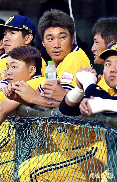 兄弟總教練史耐德,盛讚李振昌堪稱聯盟最佳終結者。(記者簡榮豐攝)