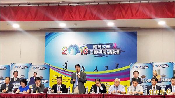 體育署長高俊雄(中)出席體育改革論壇。(記者粘藐云攝)