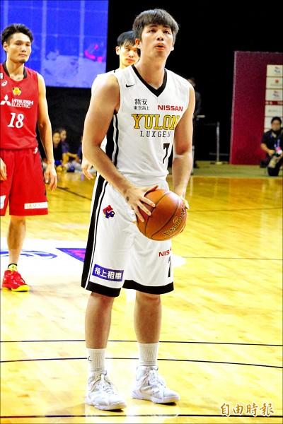 「籃球浪人」林力仁昨替補上陣,攻下10分、8助攻。(特派記者廖聿偉攝)
