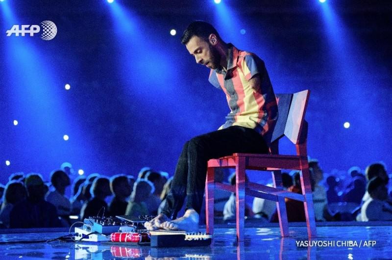 帕運》閉幕式登場  巴西音樂家表演雙腳彈奏吉他