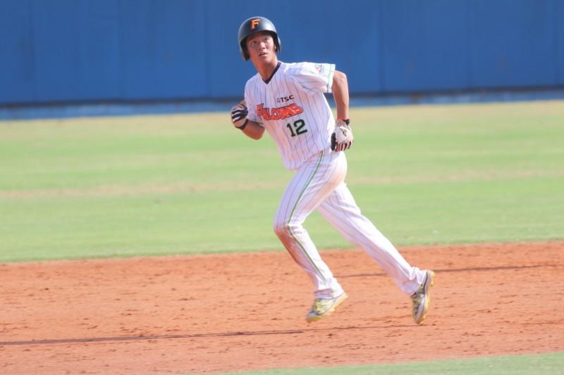 棒球》曾是打點王 何紹彬赴美挑戰加州冬盟成台灣第一人
