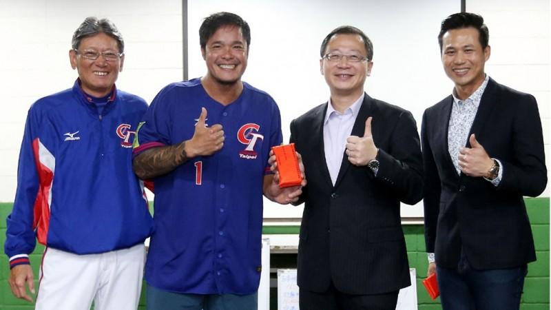 經典賽》吳志揚為台灣隊打氣  致贈40萬加菜金