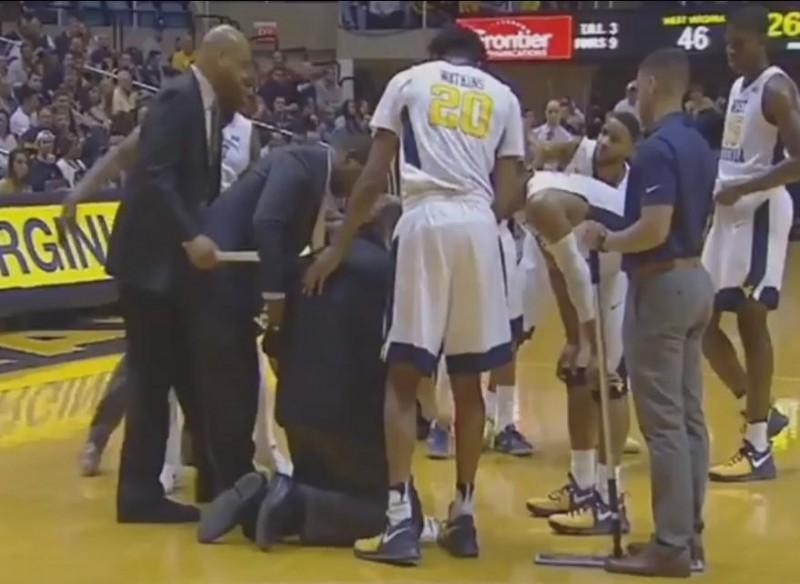 籃球》嚇人!美大學男籃教頭比賽中身體不適突跪下(影音)
