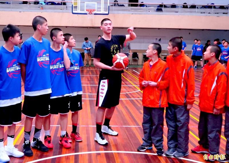 籃球》「我想打NBA」胡瓏貿勉學弟妹別怕做夢被笑