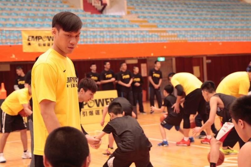 籃球》「野獸」林志傑回饋家鄉! 基隆擔任訓練營客座教練