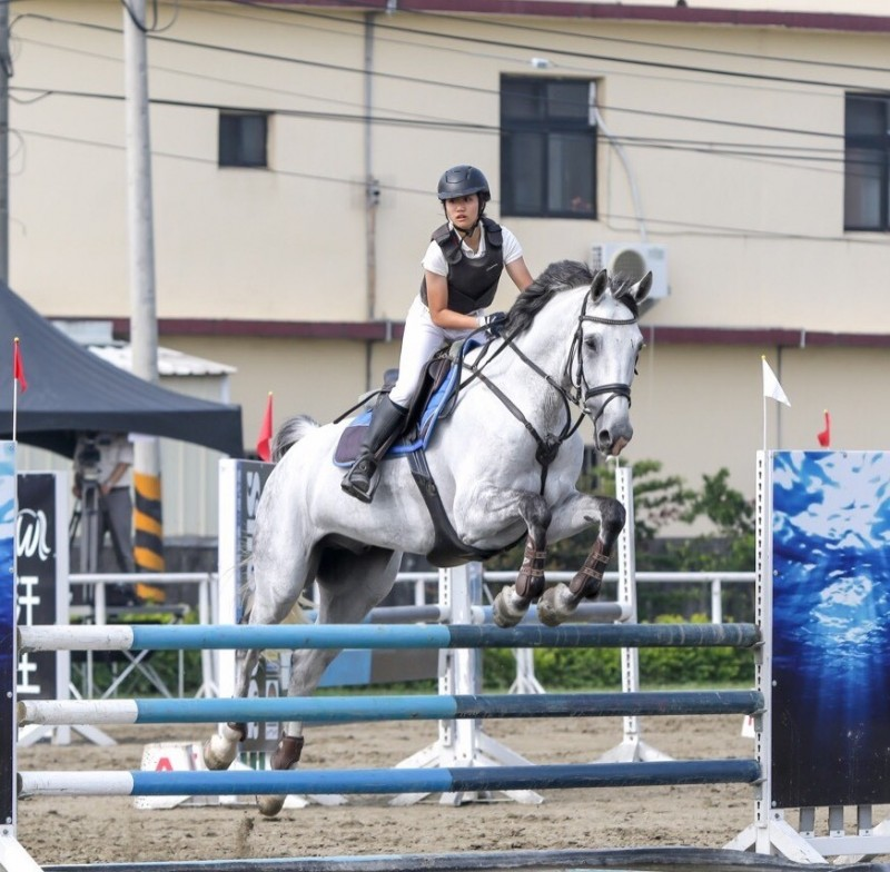 馬術》全國中學錦標賽 151公分女騎手李芮姍驚奇奪金