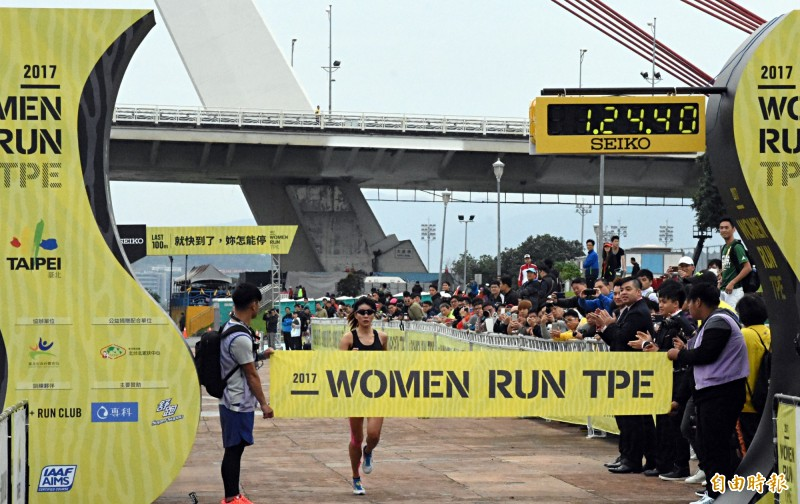 路跑》下班跟男生練跑 最強素人台北女子半馬賽封后