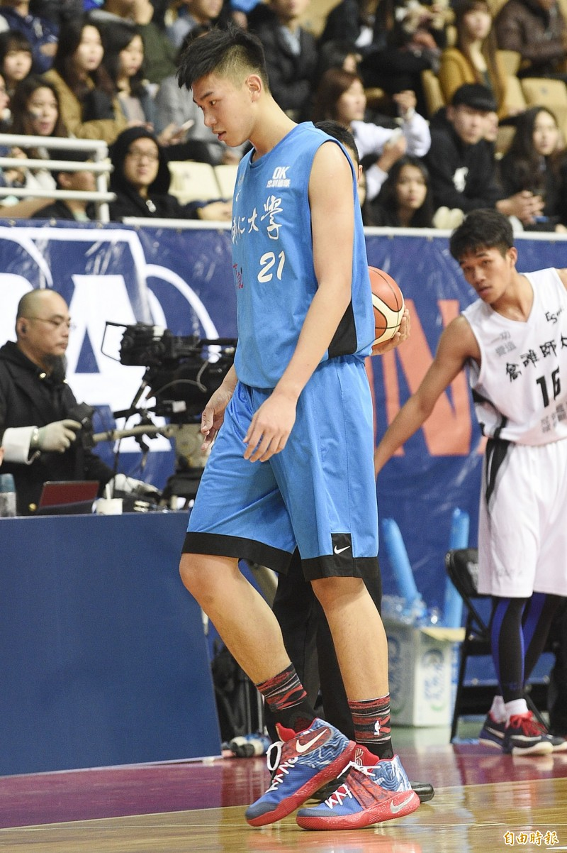 籃球》205公分曾祥鈞不打台灣白隊? 原因曝光!