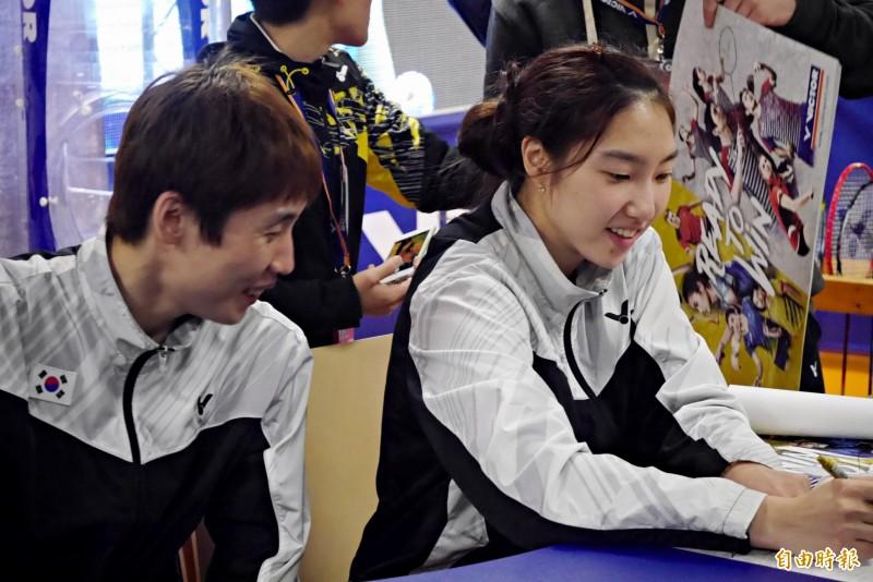 羽球》南韓一哥、一姊情侶檔 簽名會齊放閃