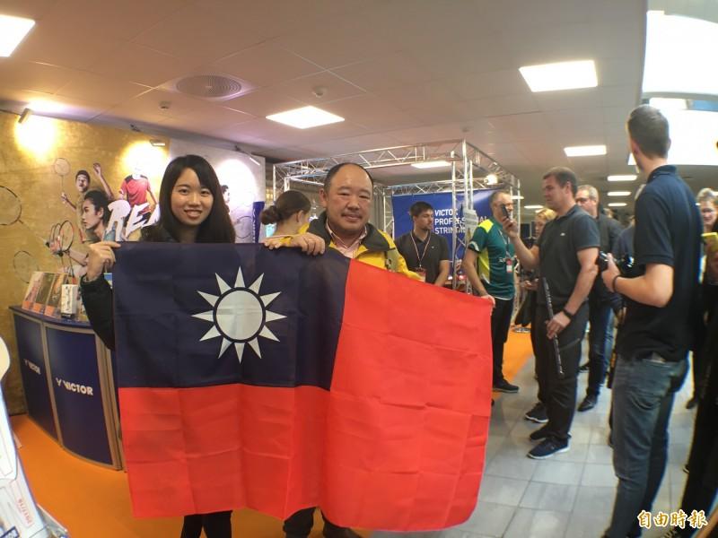 羽球》球后丹麥簽名會 熱情台灣穎迷帶國旗求簽
