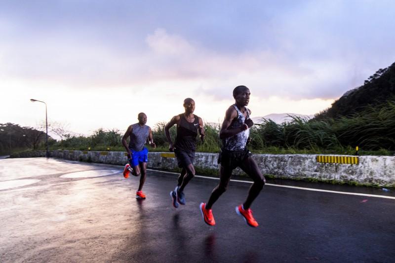 路跑》奧運金牌用腳體驗台灣 完美征服風櫃嘴