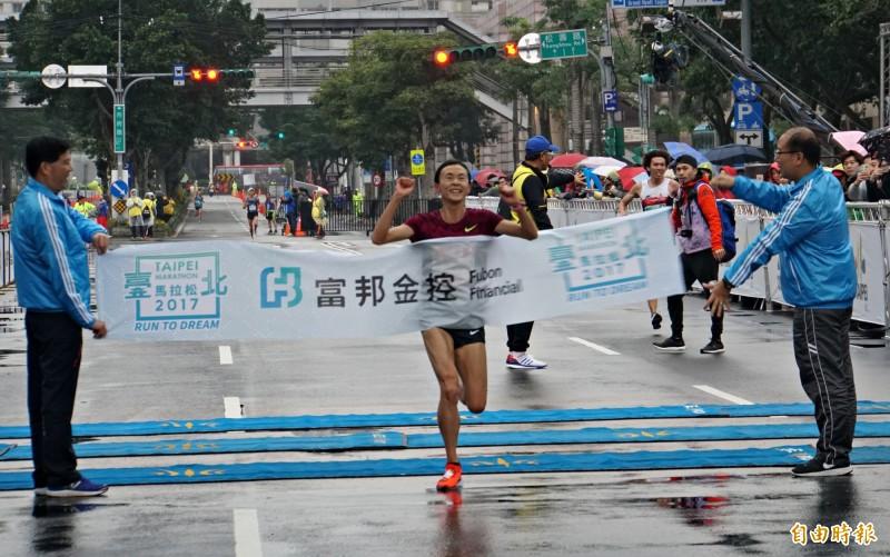 路跑》「不死鳥」謝千鶴再寫紀錄 「想在自己的國家破全國」
