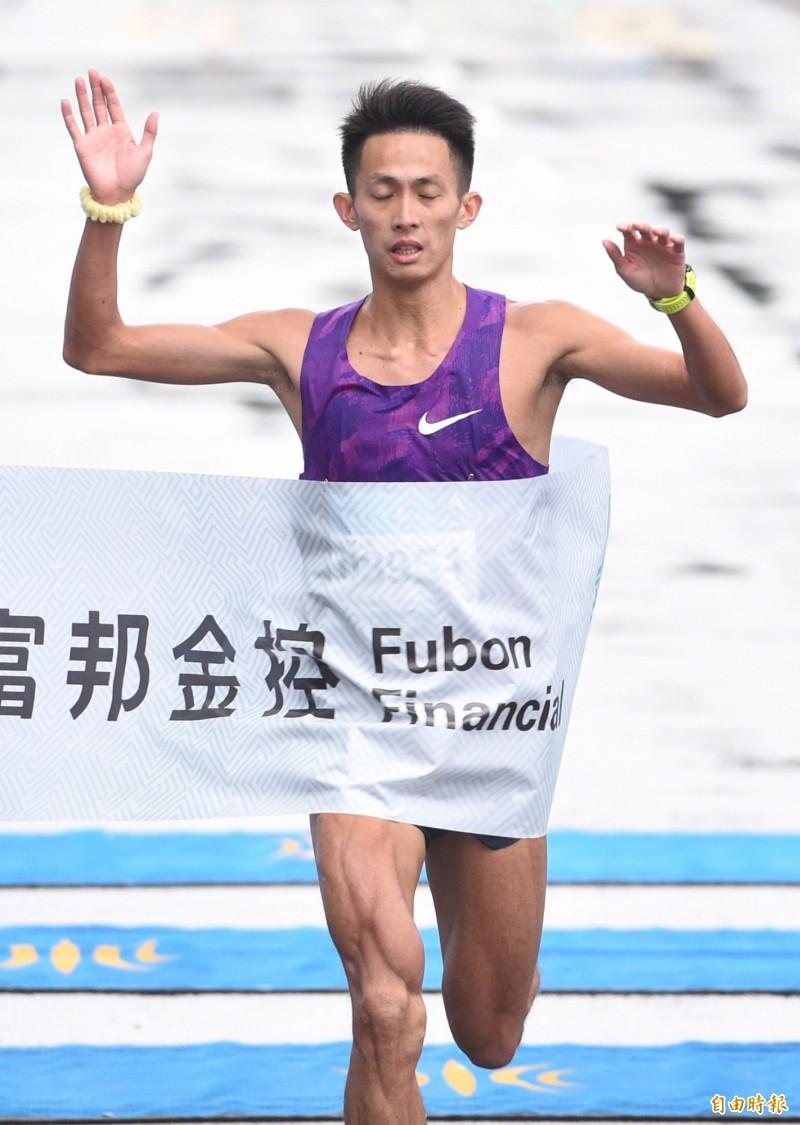 路跑》周庭印台北馬拉松創最佳 抱走國內組冠軍