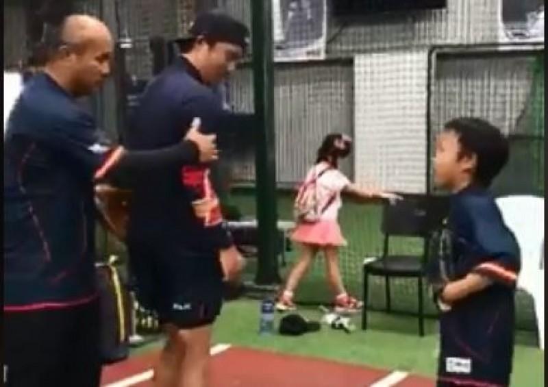 棒球》張泰山8歲兒名師指導練投  挑戰投打二刀流(影音)