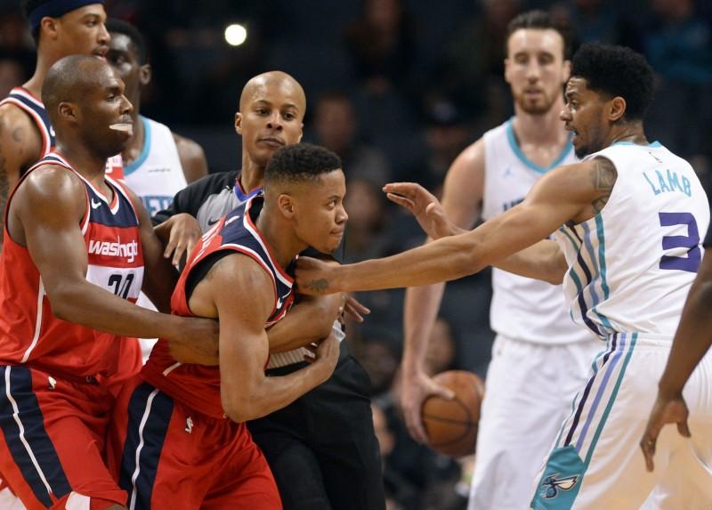 NBA》連3天爆衝突!黃蜂、巫師兩人被趕出場(影音)