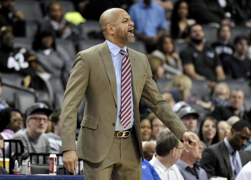 NBA》遭驅逐後仍對裁判咆哮 灰熊教頭吃75萬罰單(影音)