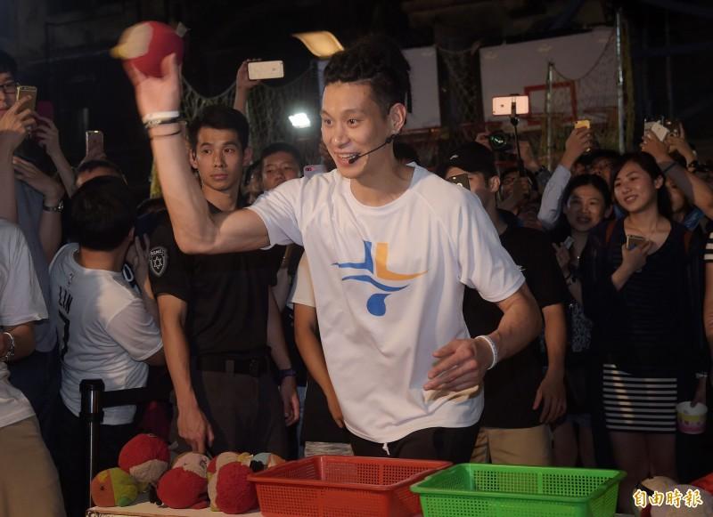 籃球》最愛台灣夜市文化 林書豪自辦「夜市」跟粉絲同樂(影音)