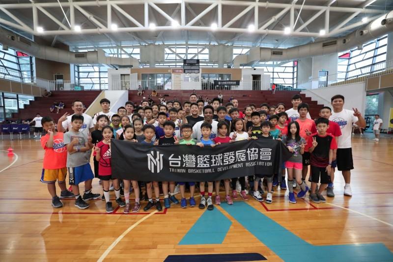 籃球》林書豪高中教練出席體驗營 獨家傳授豪哥訓練菜單