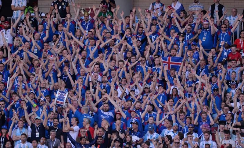 世足賽》國家1/10人口都在這 冰島球迷「維京戰吼」超狂(圖輯)