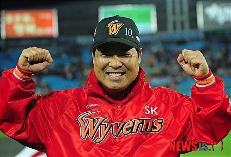 亞運棒球》寮國只要贏球  前韓職教頭就穿內褲繞場