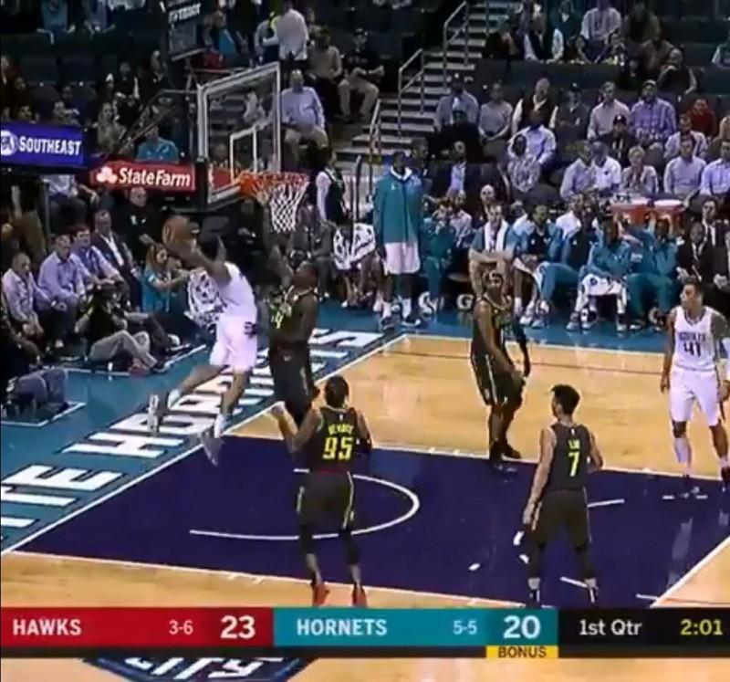 NBA》老鷹球員都看傻 黃蜂新秀勁爆扣籃全場沸騰(影音)