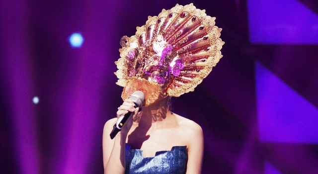 鐵扇公主奧特曼挑戰「蒙面歌王」 夏姿·陳低胸晚裝驚豔亮相