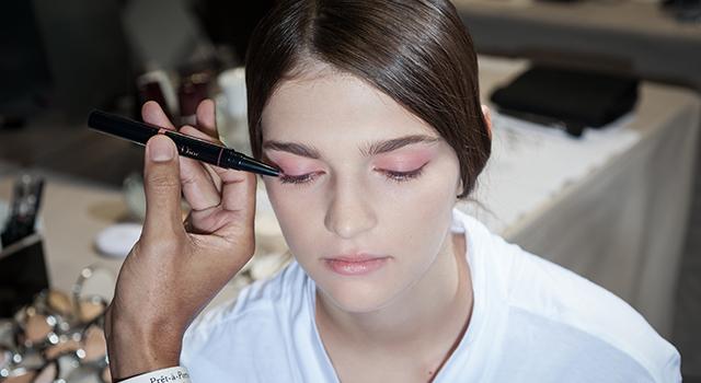 年度色帶動「粉彩妝」流行!粉色彩妝不泡泡眼的基本準則