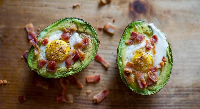 想瘦不用餓肚子!歐美減重者瘋「酪梨鑲蛋」超簡單又好吃