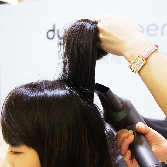 吹髮時應該吹頭髮內層,而非頭髮表層。