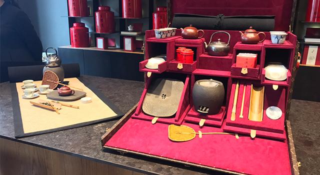 王德傳xLV推出超奢華的茶具組,喝完一席茶味覺、視覺與心靈都滿足了!