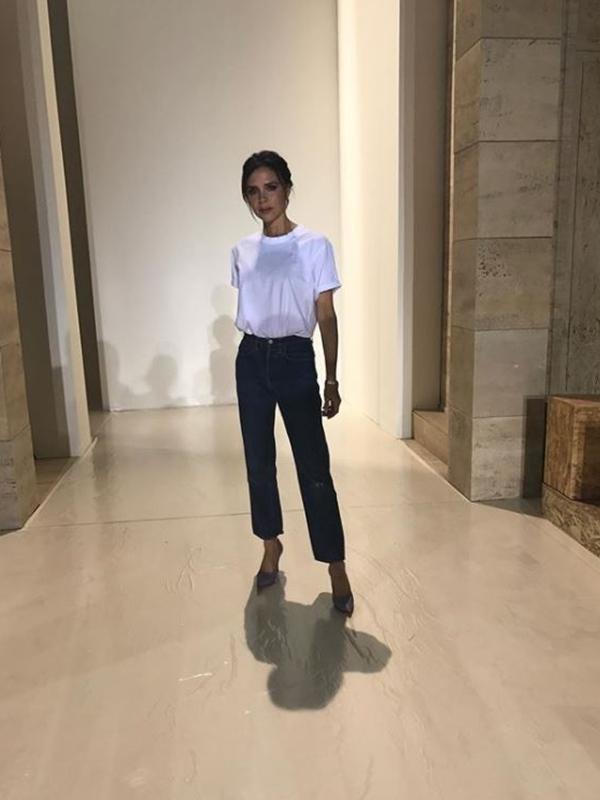 「白T恤 x 牛仔褲」!超簡單偷吃步穿搭術萬年不敗