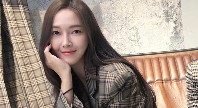 Jessica鄭秀妍遭網友質疑「P圖P過頭」!就是這張照片...
