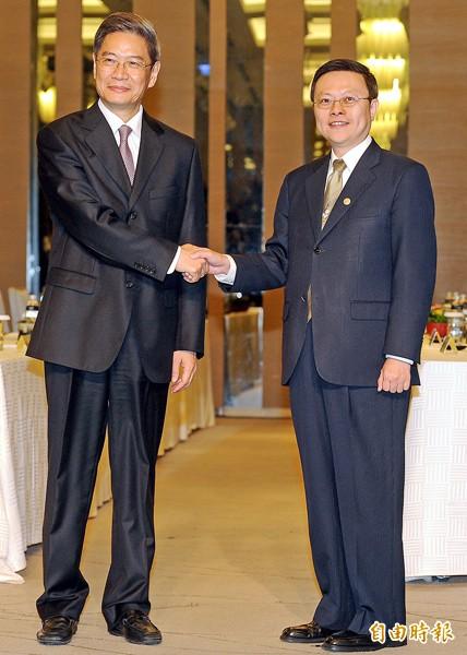 陸委會主委王郁琦(右)、中國國台辦主任張志軍(左)。(資料照,記者朱沛雄攝)