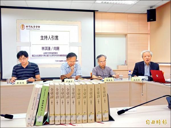 台灣文學學會首度挺身,支持大幅調整十二年國教國語文課綱,調降文言文比例,盼培養真正的語言能力。(記者吳柏軒攝)
