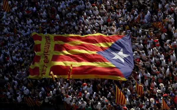 加泰隆尼亞民眾爭取獨立公投。(資料照,路透)