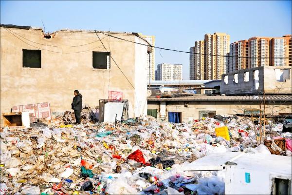 北京�l起�逐低端人口、拆除街面招牌以及「煤改�狻剐�樱�路透)
