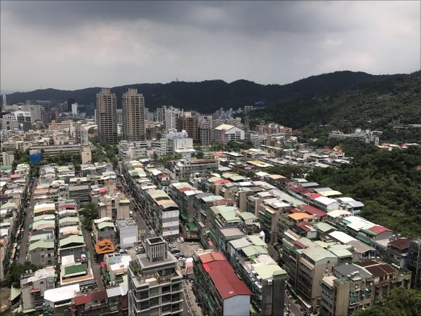 違章建築是脫法、違法的空間構造,在台灣的都市和鄉村都存在,尤以都市影響景觀為甚。(資料照)