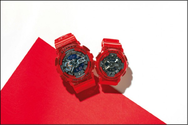 G-SHOCK、BABY-G珊瑚紅對錶,各4,200元。