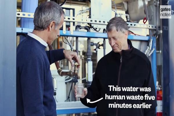 大便可以當水喝?比爾蓋茲一口飲下:「味道很好!」